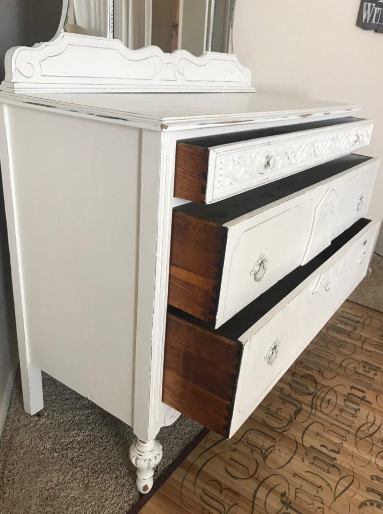 I don't paint the sides of the drawers unless they're in really bad shape. These drawers only needed a light sanding and then a coat of Hemp Oil to give them a nice rich look and show off her sexy sides. :)